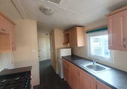 1851 Delta Bromley ***4 Bedrooms*** ( 2011)-image-3