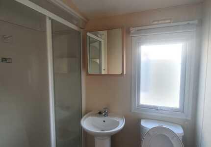 1851 Delta Bromley ***4 Bedrooms*** ( 2011)-image-5